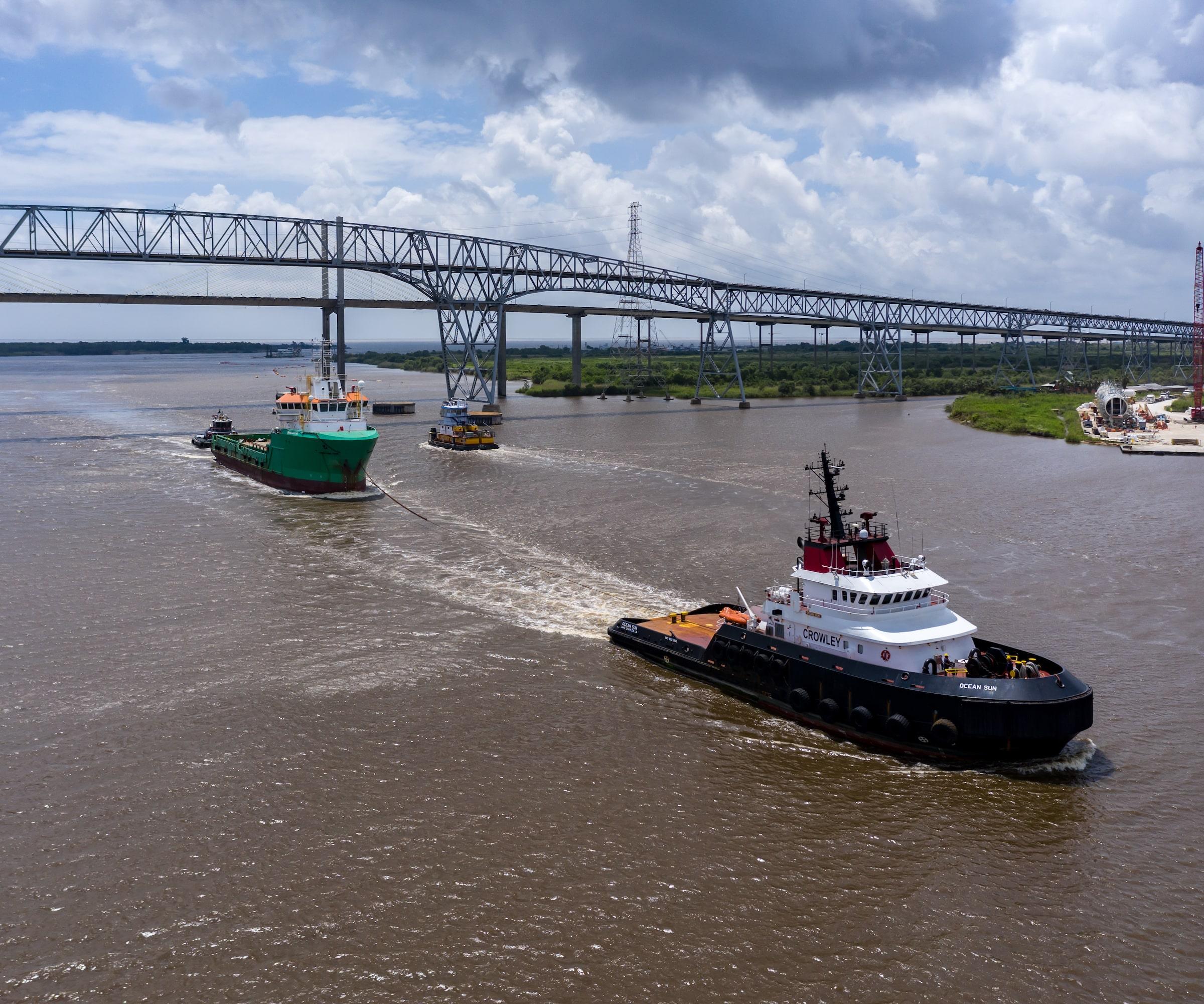 vessel towing and escort hero